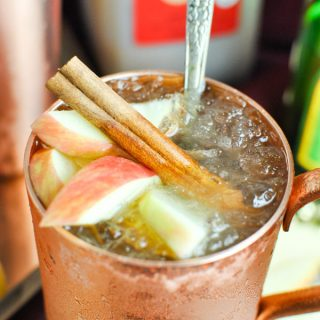 the PERFECT fall cocktail! Apple cider ginger moscow mules!! they