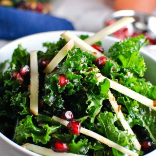 a super easy AND pretty kale apple almond salad! it
